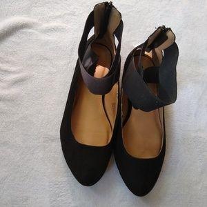 Torrid Womens faux suede flats shoes size 10 wide